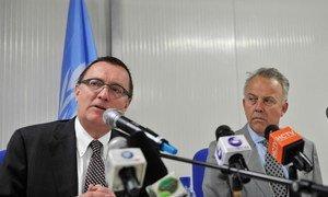 Under-Secretary-General for Political Affairs Jeffrey Feltman (left) and Michael Keating, SRSG for Somalia, address the press in Mogadishu.