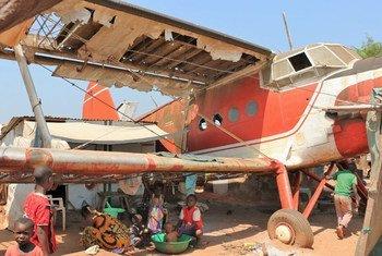Unos 20.000 desplazados por la violencia viven en el aeropuerto de Bangui desde hace dos años. Foto: UNICEF/UN08031/Le D