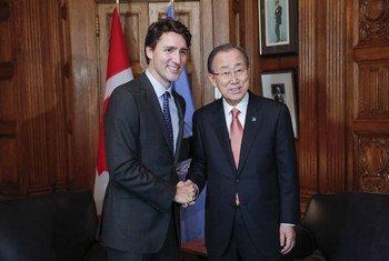 El primer ministro de Canadá, Justin Trudeau, y el Secretario General de la ONU, Ban Ki-moon. Foto: ONU/Evan Schneider