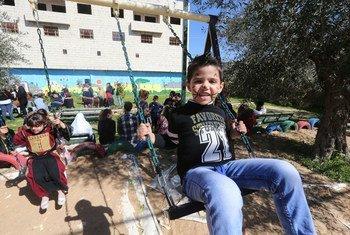 Des aires de jeux pour enfants créées par l'UNRWA et un partenaire dans le camp de réfugiés d'Aida à Bethléem. Photo UNRWA/Alaa Ghosheh