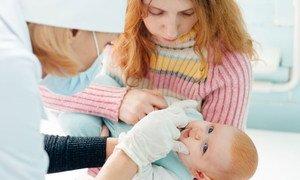 Медсестры помогают человеку с самых первых дней жизни