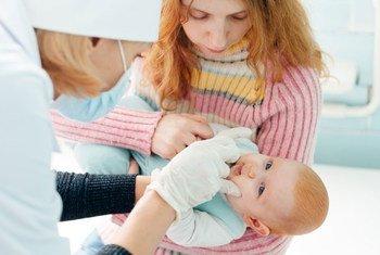 В 2014 году только половина украинских детей получила прививки от полиомиелита и других заболеваний Фото ЮНИСЕФ/Андрей Крепых