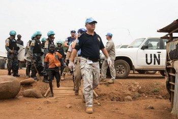 Полицейские ООН  на одной из ооновских баз   по защите  гражданских лиц. Фото Миссии  ООН в Южном Судане.Фото Миссии  ООН в Южном Судане