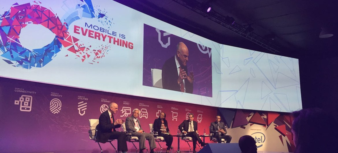 UN Special Adviser David Nabarro (on screen) promoted the Sustainable Development Goals at the World Mobile Summit in Barcelona.