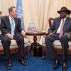 الأمين العام بان كي مون يلتقي الرئيس سالفا كير في جوبا، عاصمة جنوب السودان. الصورة للأمم المتحدة/إسكندر ديبيبي.
