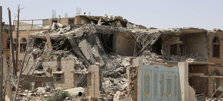 Nyumba zilizobomolewa kwa makombora kutoka angani kwenye mji mkuu wa Yemen, Sana'a.