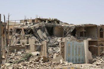 Los bombardeos aéreos han causado gran destrucción en Yemen. Foto: OCHA/ Charlotte Cans