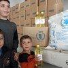 Une famille de Darayya reçoit de la nourriture près de Swaida, en Syrie. Photo PAM/Hussam Alsaleh