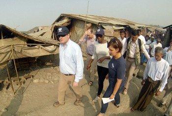 OCHA Director of Operations John Ging visiting Taung Paw IDP camp, in Myebon Township, Rakhine state, Myanmar.