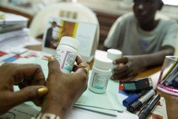 По мере распространения COVID-19 появилось огромное количество поддельных лекарств и некачественных медицинских материалов и оборудования.