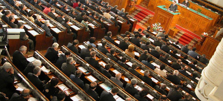Una sesión plenaria del Parlamento de Tajikistán. Foto de archivo: World Bank/Gennadiy Ratushenko