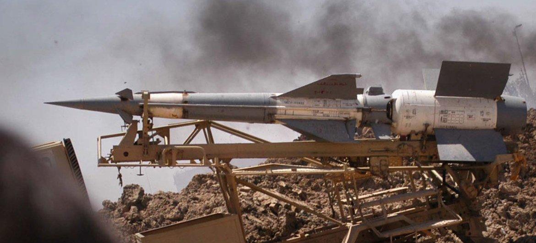 移动发射器上的导弹。