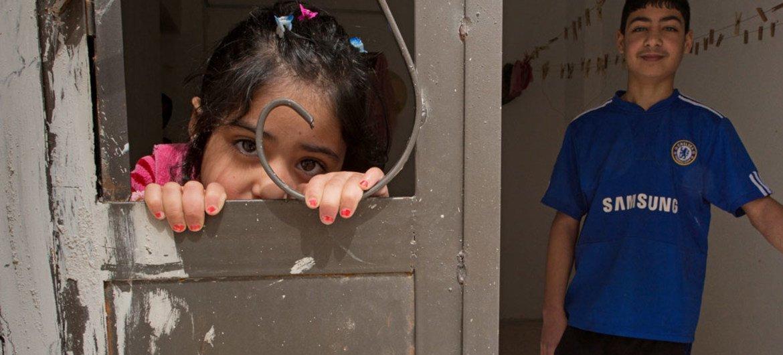 Dos niños refugiados sirios, en un albergue de Jordania. Foto: UNICEF/Lucy Lyon