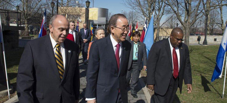 Ban Ki-moon a su llegada a la universidad Lehman College, en El Bronx. Foto: ONU/Eskinder Debebe