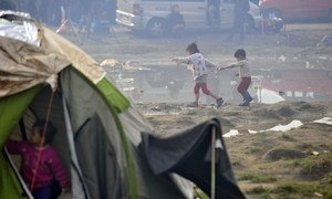 In March 2016, despite border restrictions in the Balkans, the influx of refugees and migrants to Idomeni, Greece, has continued.