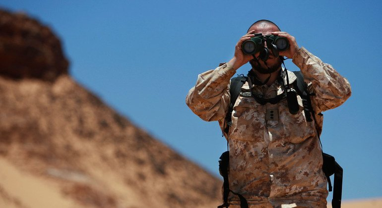 A Military Liaison Officer of the UN Mission for the Referendum in Western Sahara (MINURSO), looks through binoculars during a ceasefire monitoring patrol in Oum Dreyga, Western Sahara (June 2010).
