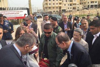 Le Secrétaire général Ban Ki-moon visite le camp de réfugiés de Nahr El Bared, au Liban, en mars 2016. Photo FINUL