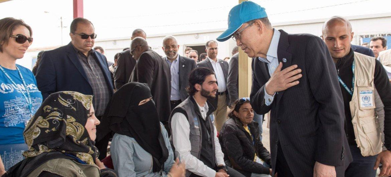 In Jordan's Zaatari camp, Secretary-General Ban Ki-moon speaks with young refugees. 27 March, 2016.