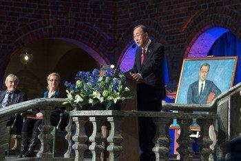 潘基文秘书长在斯德哥尔摩市政厅演讲  联合国图片/Eskinder Debebe