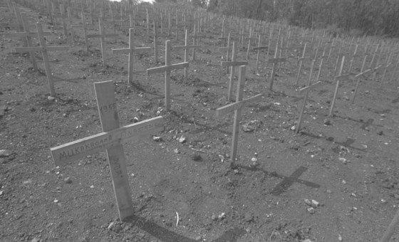 Cemitério em Nyanza, na zona rural de Kigali, em Ruanda. Durante o genocídio, 10 mil pessoas foram queimadas e mortas no vilarejo, enquanto tentavam escapar para o Burundi.