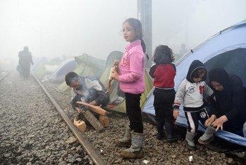 涌入希腊的难民儿童。儿基会图片/Tomislav Georgiev