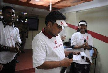 Na Índia, a prevalência do HIV em homossexuais e outros homens é de 2,7%.