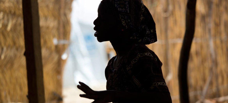 Esta joven nigeriana de 15 años refugiada en Camerún estuvo secuestrada durante cuatro meses por Boko Haram. Foto: UNICEF/Karel Prinsloo