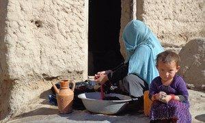 Khalesa, trois ans, et sa mère dans le nord de l'Afghanistan. Photo UNICEF/Zalmai Ashna