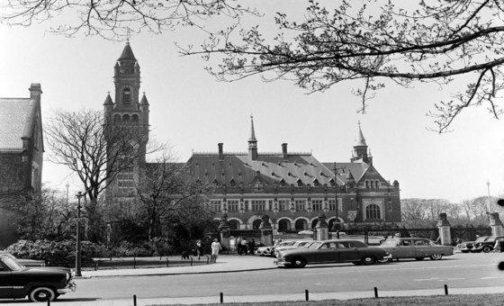 Дворец мира в  Гааге, где расположен  Международный  Суд  ООН. Его предшественником была Постоянная палата международного правосудия