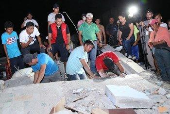 Tareas de rescate en el cantón de Pedernales. Foto: UNICEF/UN017164/Castellano