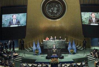 Леонардо Ди Каприо  выступает на  официальной  церемонии  подписания Парижского соглашения