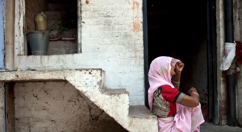 Эксперты ООН призывают оградить женщин-правозащитниц от преследования