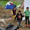 Niños refugiados en la frontera de Macedonia y Serbia.