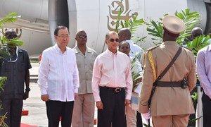 Secretary-General Ban Ki-moon (left) and President of Seychelles , Michel Alix Michel (right) in the Seychelles, 07 May 2016.