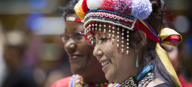 Participantes en la sesión de 2016 del Foro Permanente sobre Cuestiones Indígenas. Foto: ONU/Manuel Elias