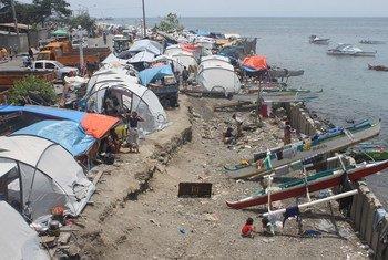 菲律宾沿海城市Zamboanga容易受到与气候有关的危害。在海岸附近的帐篷中流离失所的人更容易遭受其他自然灾害的威胁。