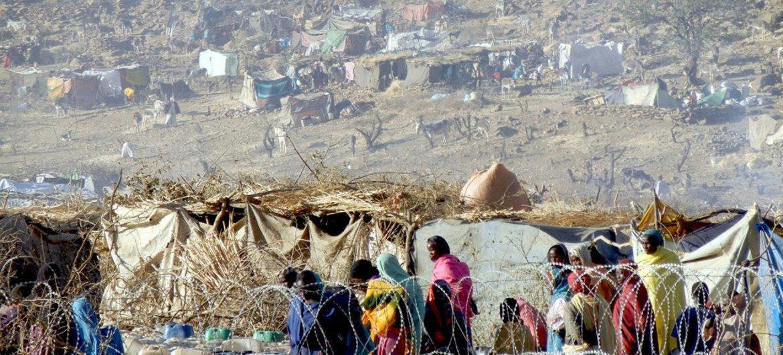 Familias desplazadas en Sortoni, en Darfur del Norte. Foto: UNAMID