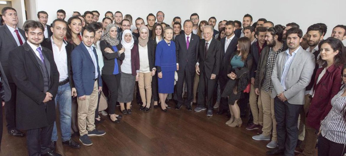 Secretary-General Ban Ki-moon and his wife Yoo Soon-taek (centre), meeting with Syrian students in Lisbon, Portugal.