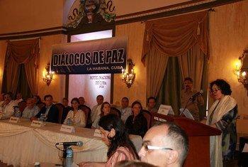 La representante especial para niños y conflictos armados, Leila Zerrougui, en La Habana, Cuba, durante la firma del Acuerdo para la separación y reintegración de niños soldados en Colombia. Foto: Oficina de la ONU para Niños y Conflictos Armados