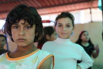 Niños sirios refugiados en Líbano. Foto: OCHA/D. Palanivelu