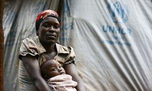 Une réfugiée du Burundi, Perrie, a fui son domicile avec ses trois enfants en décembre 2015, et a trouvé refuge dans le camp de Nduta, en Tanzanie. Photo HCR/Sebastian Rich