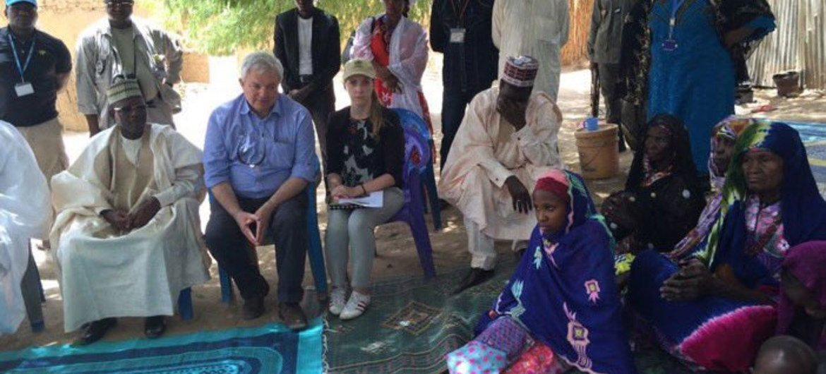In Diffa, Niger, Under-Secretary-General for Humanitarian Affairs and Emergency Relief Coordinator, Stephen O'Brien (second left, seated) meets with a family who fled when Boko Haram attacked.