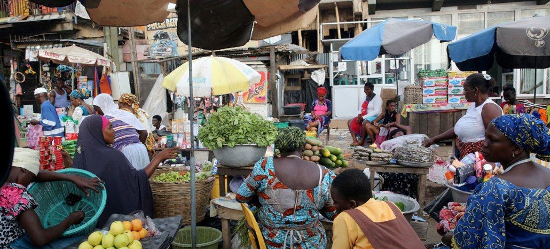 بحسب التقرير، تعد أفريقيا ثاني أسرع المناطق الحضرية نموا بعد آسيا، حيث سيعيش غالبيتها في المناطق الحضرية في غضون 20 عاما.