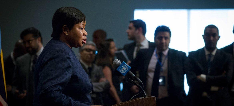 La Procureure de la Cour pénale internationale (CPI), Fatou Bensouda, s'adresse aux journalistes après avoir informé le Conseil de sécurité sur la situation en Libye.