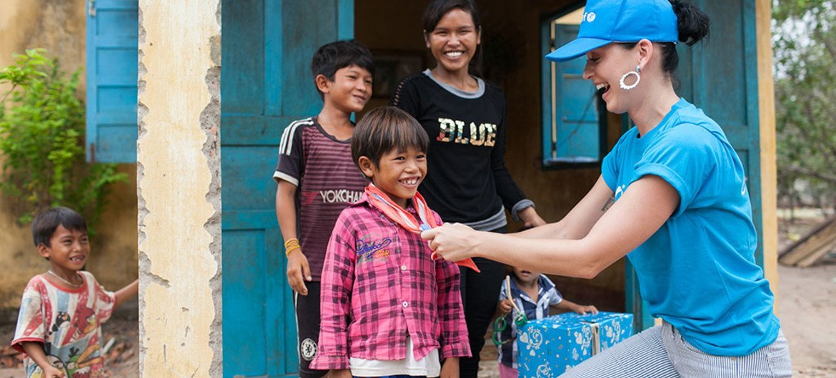 UNICEF Goodwill Ambassador Katy Perry gives her scarf to Ka Da Khang while visiting the Phuoc Thanh Commune Health Centre in Ninh Thuan Province where many children show signs of nutrient deficiencies.