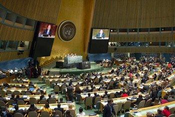 Vista de la Asamblea General de la ONU durante la jornada inaugural de la reunión de Alto Nivel sobre el VIH SIDA , 8 de junio de 2016. Foto ONU/Rick Bajornas