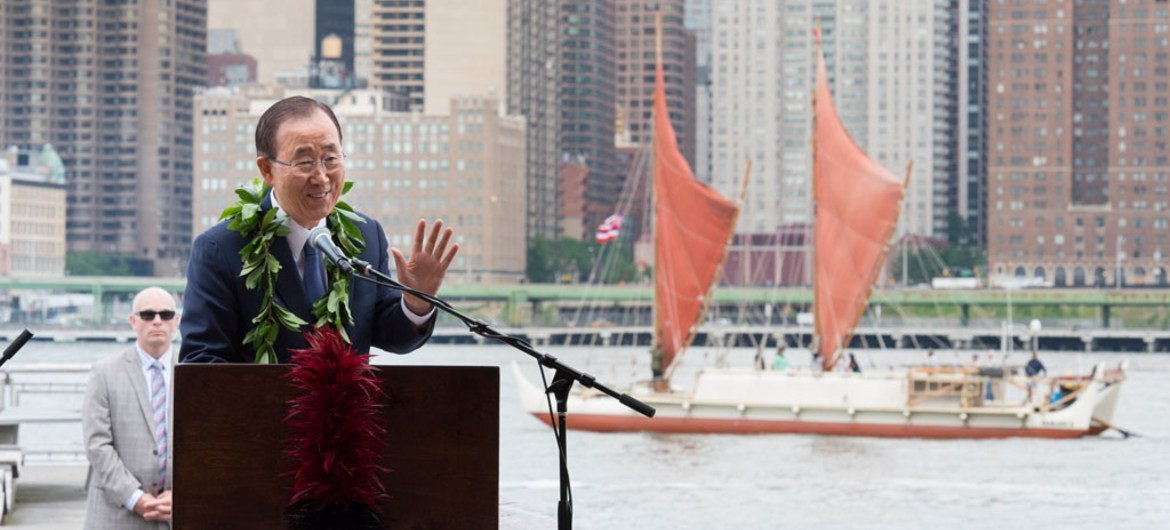Secretary-General Ban Ki-moon speaking at a welcoming event in New York for the Hôkûle'a, a voyaging canoe of the Polynesian Voyaging Society, on World Oceans Day (8 June).