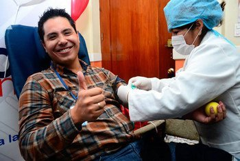 В ВОЗ напоминают, что донорская кровь может спасти чью-то жизнь, а процедура ее сдачи не занимает много времени.