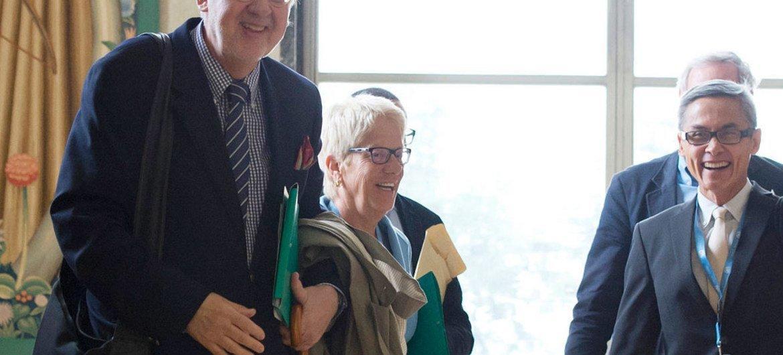Сержиу Пиньейро,  Карла дель Понте и Витит Мунтарбхорн. Фото  ООН