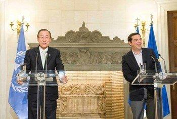 Пан Ги МУн с премьер-министром Греции Алексисом Ципрасом. Фото ООН